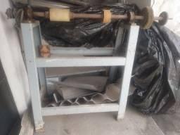 Lixadeira industrial para calçados e outros fins.