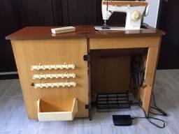 Máquina de Costura Singer - modelo 247 - com Móvel - pouco uso