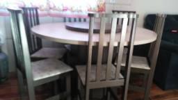Vendo mesa redonda ótimo estado de conservação. Com 6 cadeiras tudo muito novo.