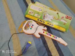 Brinquedo novo toca e canta