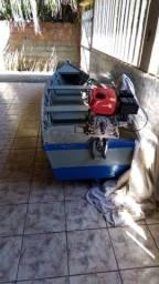 Vendo barco de madeira e motor