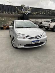 Vende-se Toyota Etios 2014