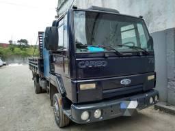 Caminhão Ford Cargo 712 08/09