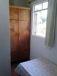 Alugo quarto mobiliado, com banheiro exclusivo, para estudante, em casa de família