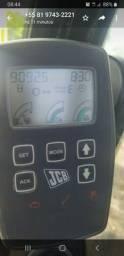Vendo Escavadeira JCB, modelo JS 200 LC, ano 2010