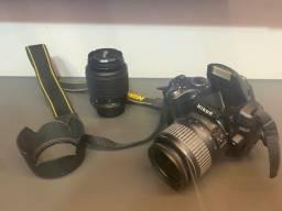 Câmera Fotográfica Nikon D5000, com lente avulsa de 55-200mm e mochila impermeável