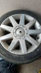Vendo jogo de roda para carrocinha 2 pneu bom e um da pra roda