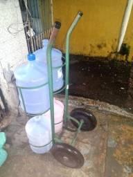 Carrinho de água mineral