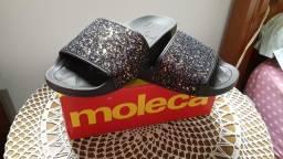 Sandália rasteira Moleca com brilho