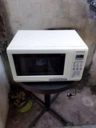 Vendo uma máquina de lavar+ um microonda semi novo