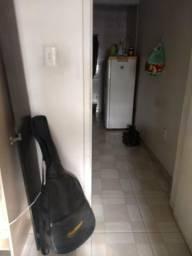 Alugo casa já com os móveis 1500,00