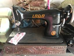 Máquina de costura LADA