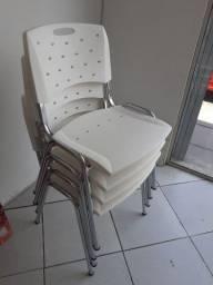 Cadeiras brancas cromadas Cavaletti