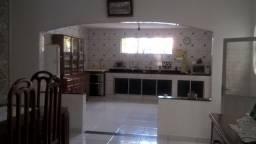 Cód.020 V - Casa de 2 pvt com 4/4 na Dr. Freitas - Pedreira