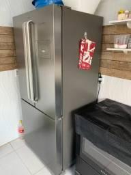 Geladeira 3 portas, com fábrica de gelo automática