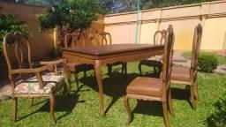 Conjunto mesa e cadeiras modelo Luis xv