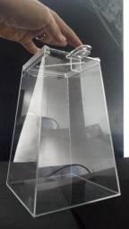 Urna Piramidal em acrílico cristal