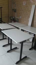 Conjunto escolar Mesa e cadeiras.