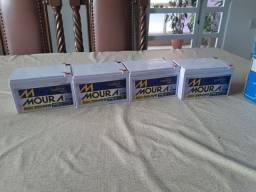 Vedo 4 baterias da marca Moura