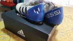 Chuteira Adidas Messi Society
