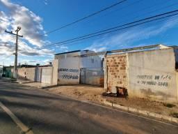 Terreno com 900 m2 em frente a feira do bairro Castelo Branco