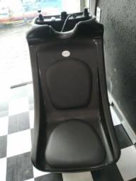 Cadeiras, lavatório, poltrona de espera feito de paletes e muito mais..