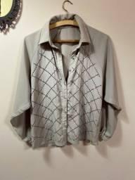 Camisa social mosaico com aplicações metalizadas