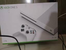 Xbox one S 1tb com pouquíssimo tempo de uso