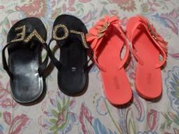Vendo essas duas sandálias numeração 35
