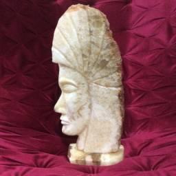 Escultura índio de cristal cítrico. 41 cm.