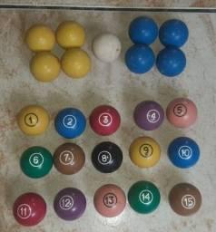 15 bolas de bilhar numeradas + 9 bolas para sinuca