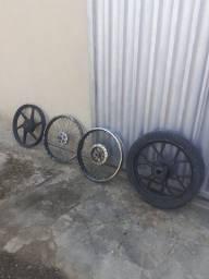 Rodas de moto seminovas  uma delas vai com o pneu !!!