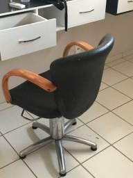Vendo cadeira de cabelereiro 3 unidades