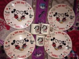 Título do anúncio: Conjunto 4 pratos e 3 canecas cerâmica Mickey Avon