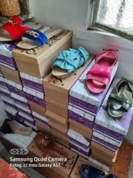 Rasteiras e sapatilhas