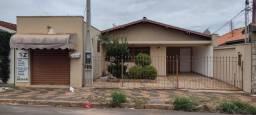 Título do anúncio: Casa com 3 dormitórios e salão comercial em Araras-SP