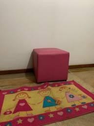 Puff rosa e tapete