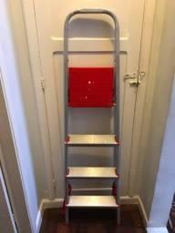 Escada 4 degraus pouco uso semi-nova