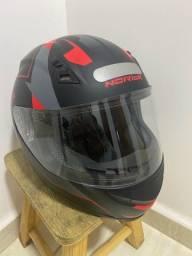 Par de capacetes semi novos