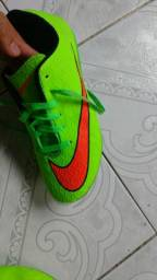 Chuteira Society Nike Hypervenom