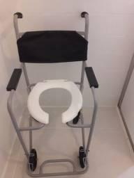 Cadeira higiênica e bengalas