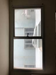 Vendo janela de alumínio com vidro