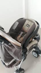 Carrinho de bebê com bebe conforto e base para carro da chicco