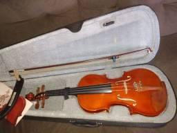 Violino-semi novo.