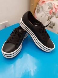 Vende-se dois calçados