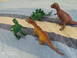 Dinossauro borracha