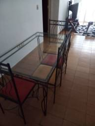 Vendo mesa de vidro com 4 cadeiras