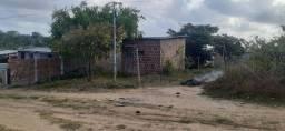 Pequena casa com terreno