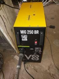 Máquina MIG semi nova.