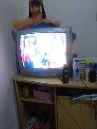 Vendo televisão 20 polegadas. Acompanha conversor e antena